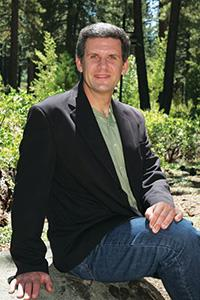 Photo of Derek Kauneckis