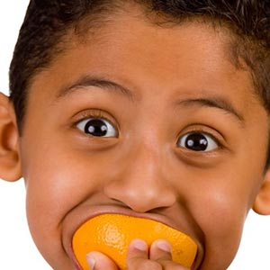 kid eat orange