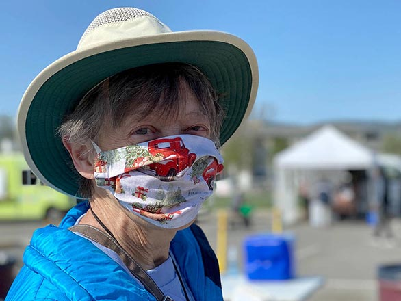 volunteer wearing facemask