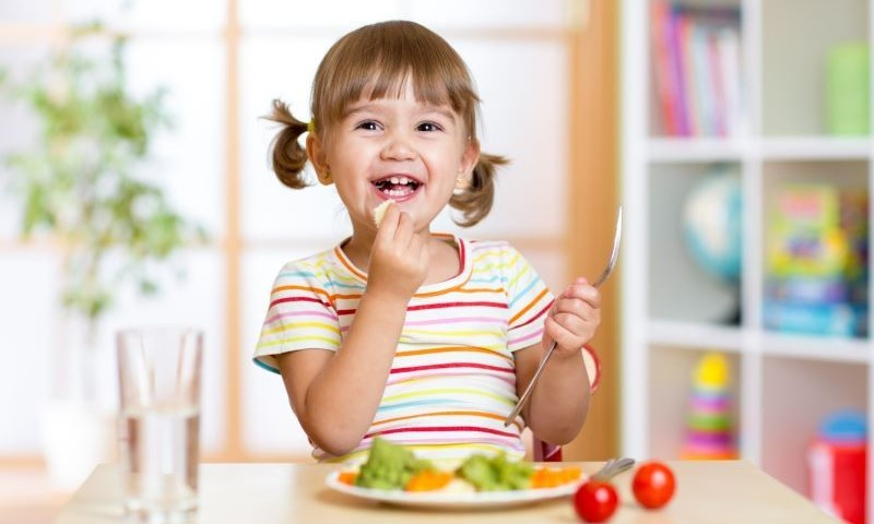 Girl eating a healthy lunch