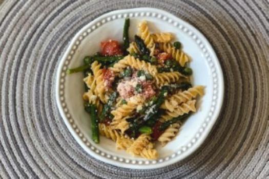 A plate of pasta primavera